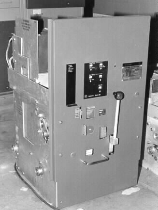 Large circuit breaker, Front view